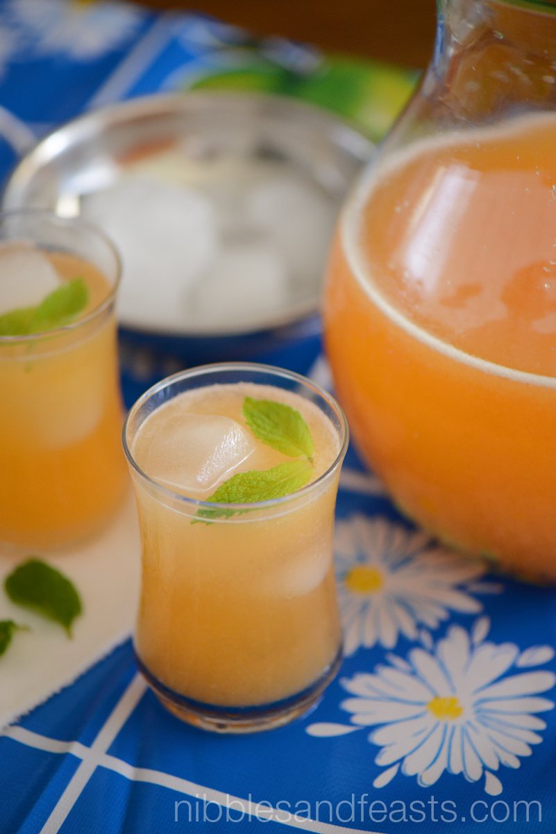 Agua Fresca de Melon | Cantaloupe Cooler » Nibbles and Feasts