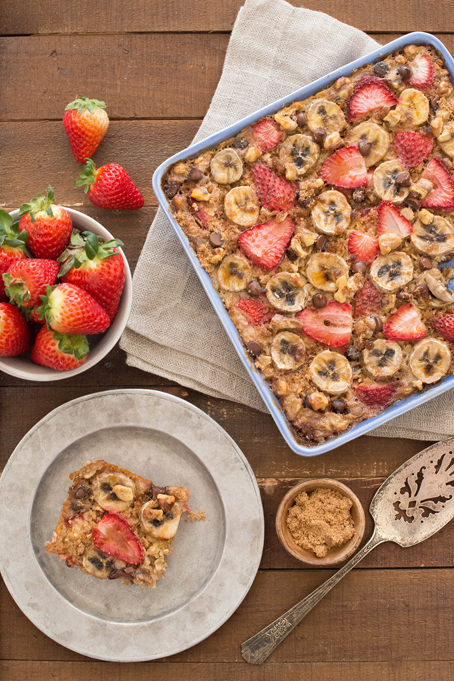 Oatmeal Bake with Strawberries and Bananas